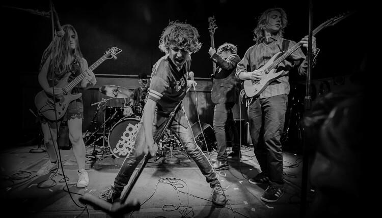 Alunos da turnê AllStars da School of Rock percorrem os EUA como banda profissional