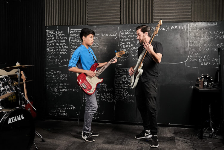 Clases de bajo a nivel intermedio a avanzado en School of Rock