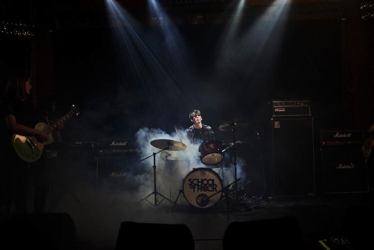 Clases de batería intermedias a avanzadas en School of Rock