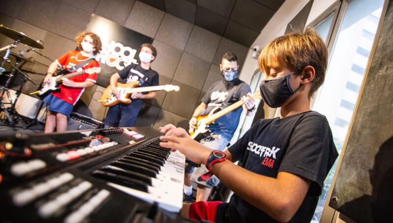 Alunos da School of Rock Ipanema.