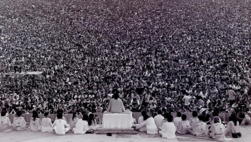 Foto do momento do discurso de abertura do festival