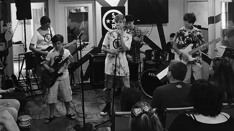 Campamentos musicales de otoño en School of Rock
