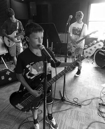Campamentos de música de primavera en School of Rock