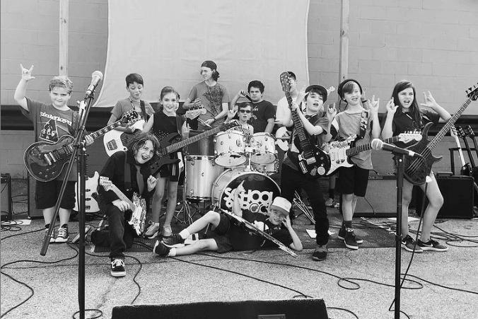 搖滾學院裡適合兒童參加的音樂營