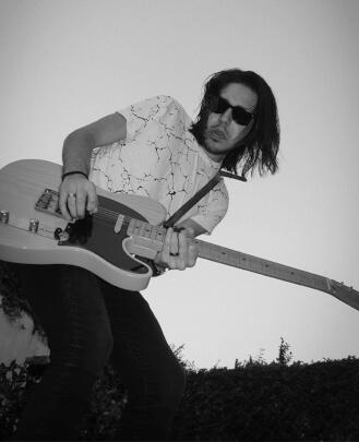 Guitarra, Batería ANDRÉS CASTRO