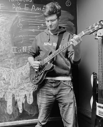 Guitar Teacher, Bass Guitar Teacher, Drum Teacher Alex Everdeen