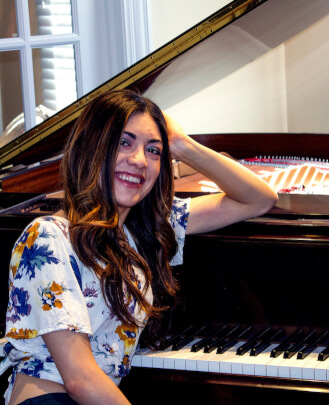 Guitar Teacher, Piano Teacher, Singing Teacher Alexandra Tenuta