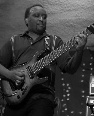Bass Guitar Teacher, Guitar Teacher Dale Thomas