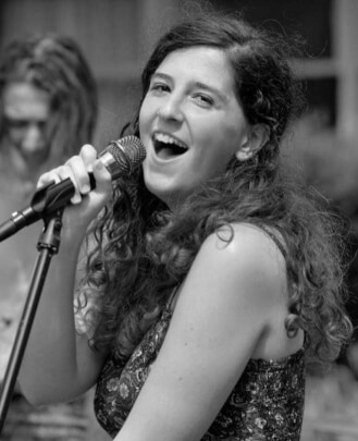 Singing Teacher Emma Zee