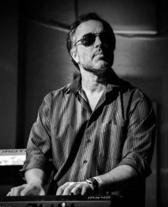 Guitar Teacher, Bass Guitar Teacher, Keyboard Teacher Erik Neumann