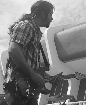 Bass Guitar Teacher, Guitar Teacher and Singing Teacher Ian Webster