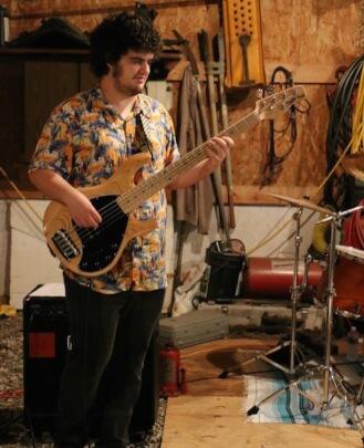 Guitar Teacher, Bass Guitar Teacher Lucas Hezze