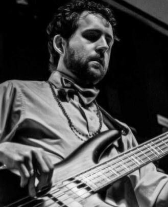 bass guitar teacher Matt Holt